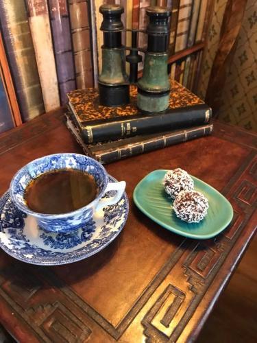 Kaffe och kokosbollar